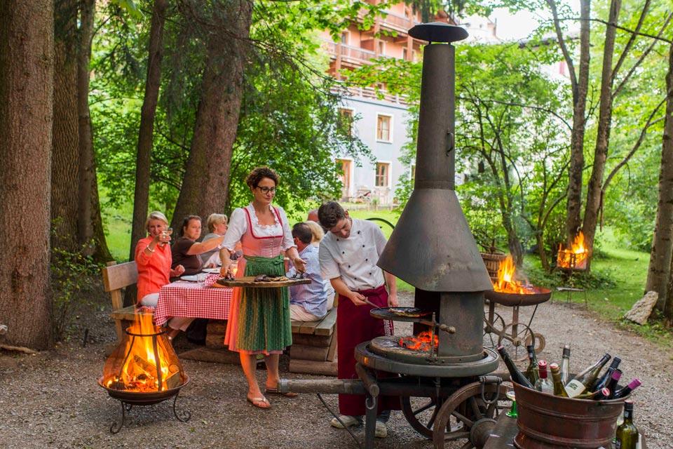 Montafoner Hof Grillen im Auwald