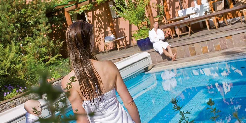 Outdoor pool Hotel Montafoner Hof